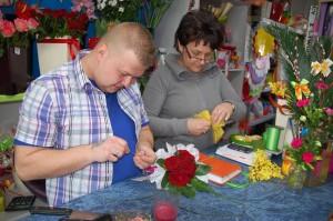Uczestnik kursu florystycznego